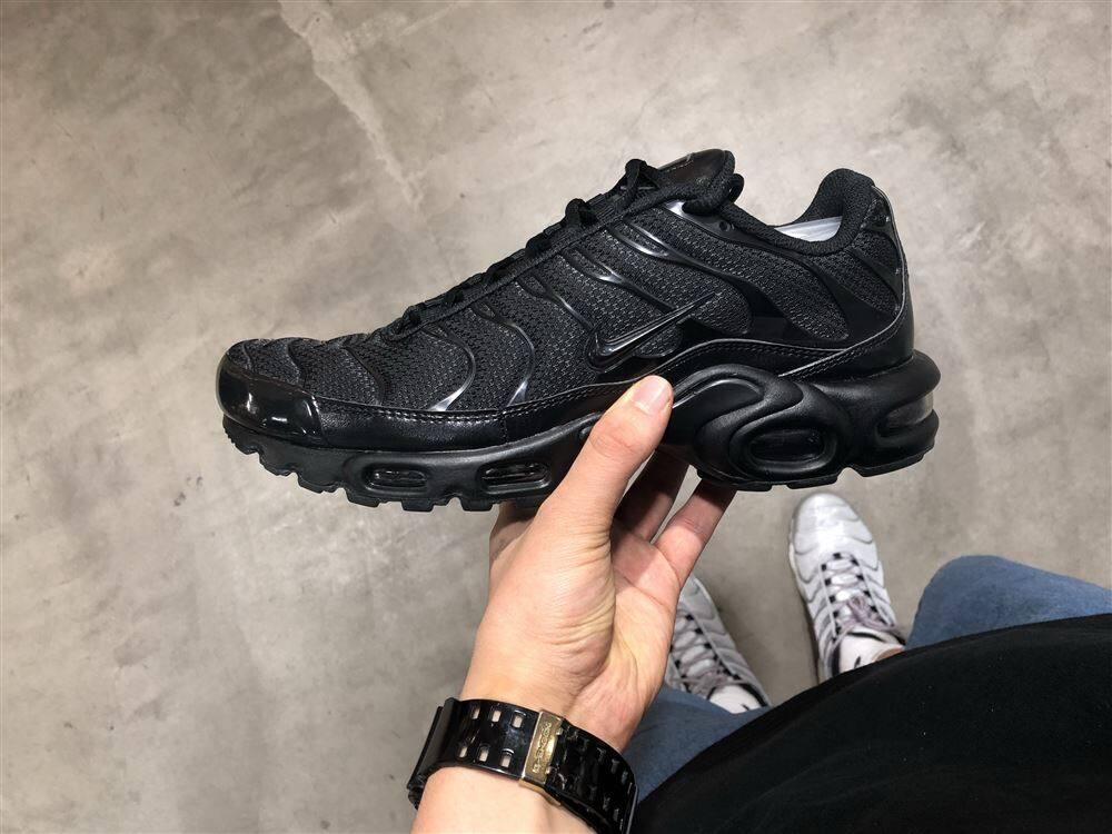 NIKE AIR MAX PLUS BLACK/BLACK-BLACK 20HO-I